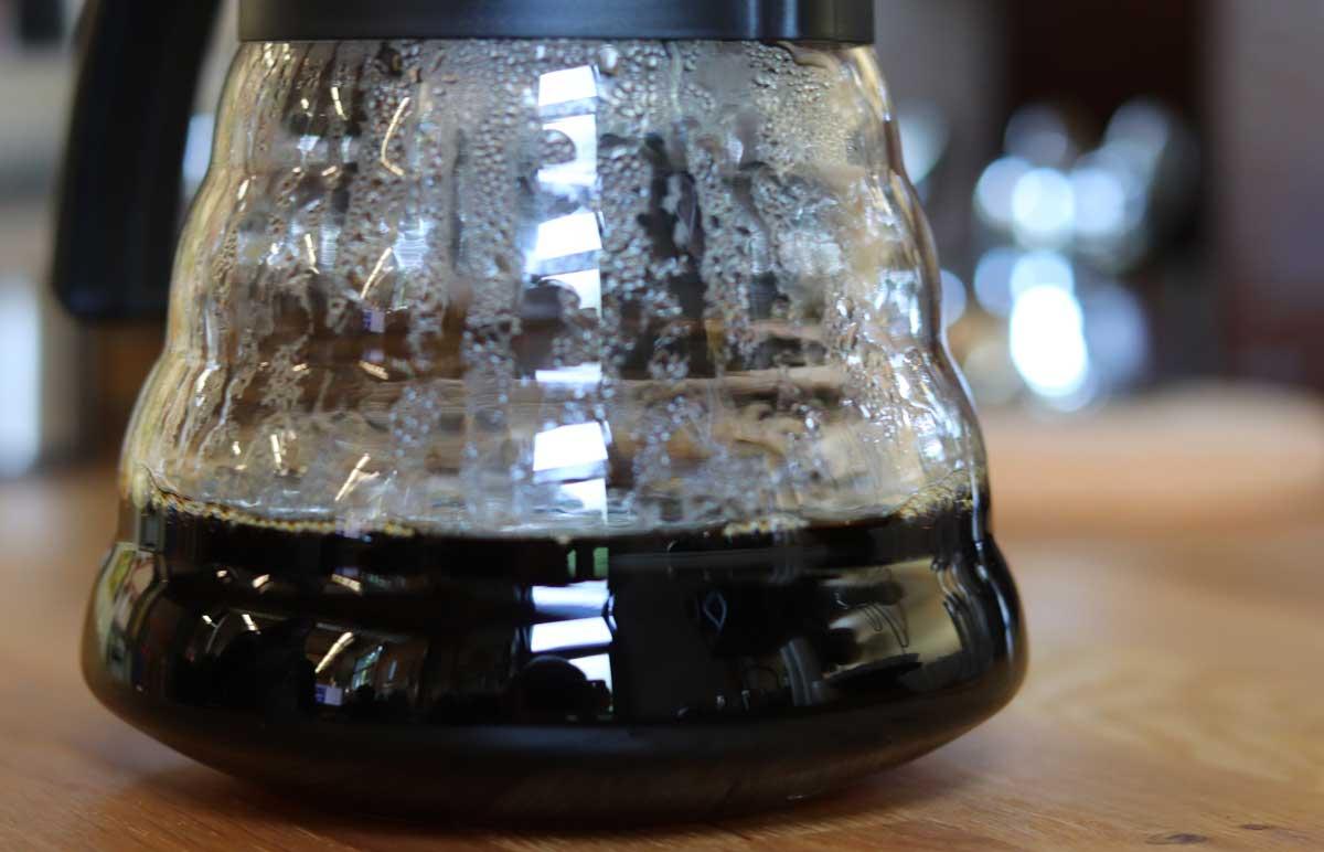 Kaffekanne mit gebrühtem Kaffee