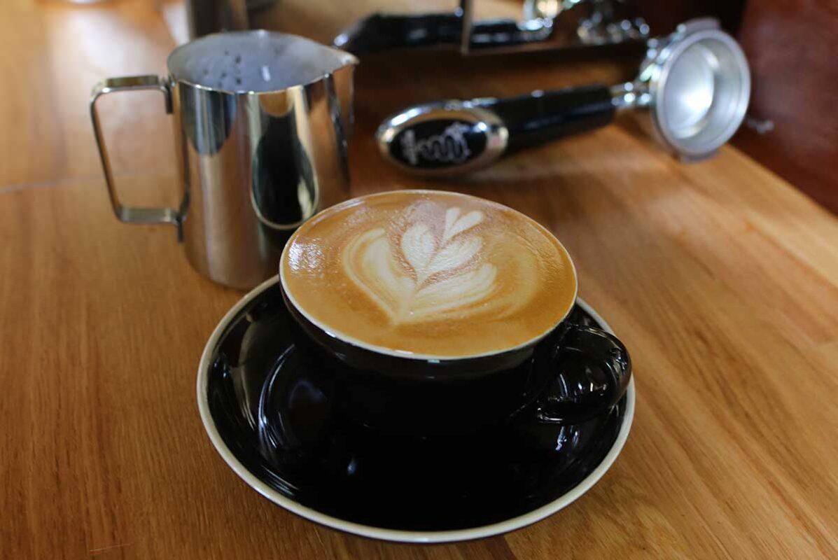 Tasse mit Tatico Cappuccino handgemacht, mit Milchherz